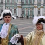 Le raid débute avec une visite sous la pluie de St Petersburg
